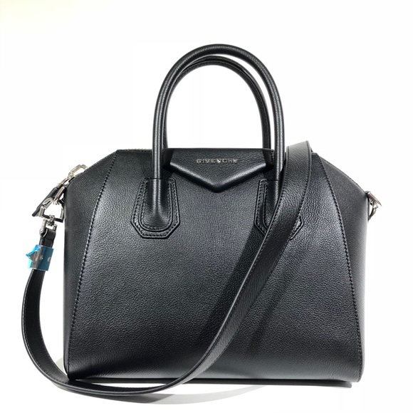 9fe4f43e21 Givenchy small Antigona sugar leather black